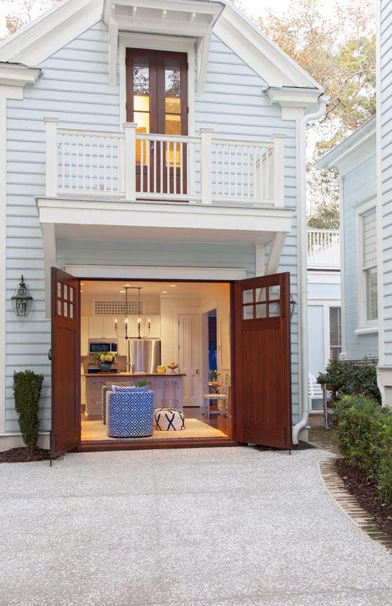 Guest Star: A courtyard connects the main abode to this 1,100-square-foot carriage house.