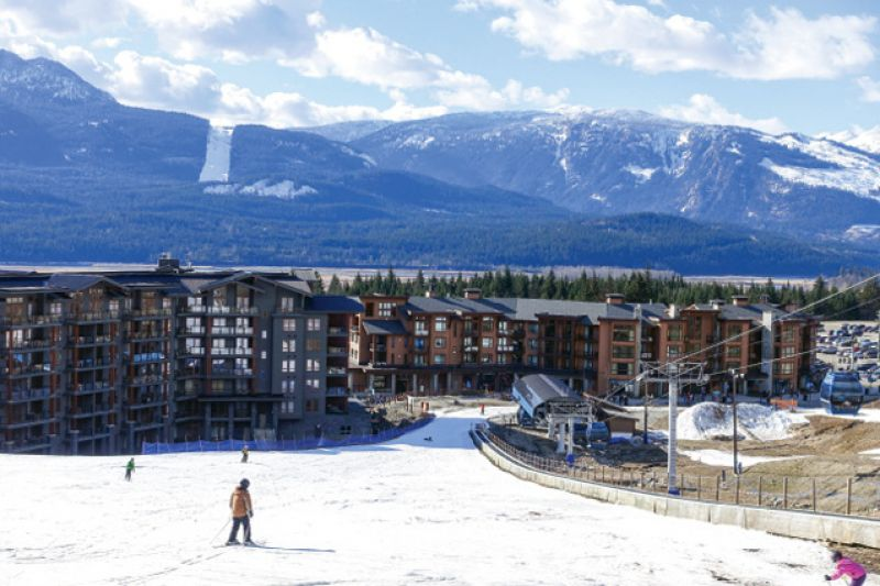 Ski directly to Sutton Place Hotel.
