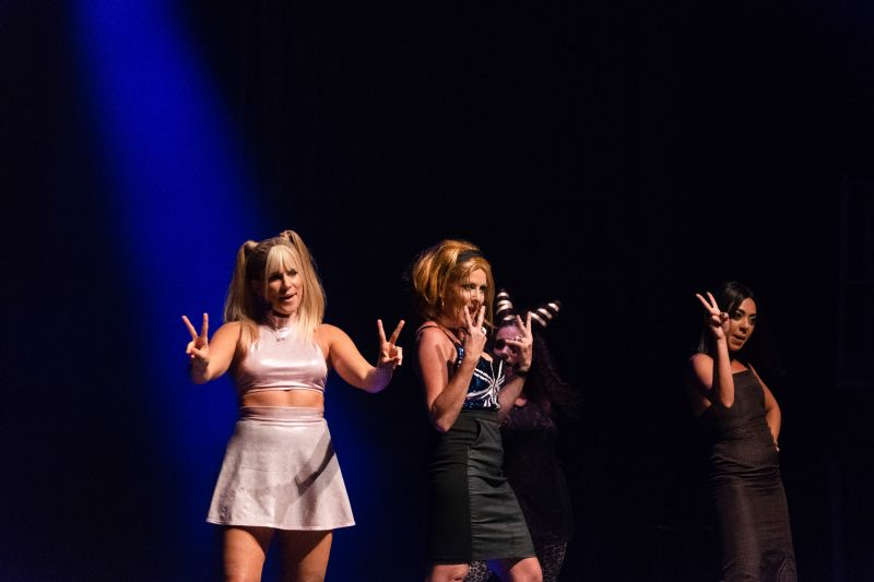 Alumni contestants from previous Lip Sync battles made a special appearance as the Spice Girls.