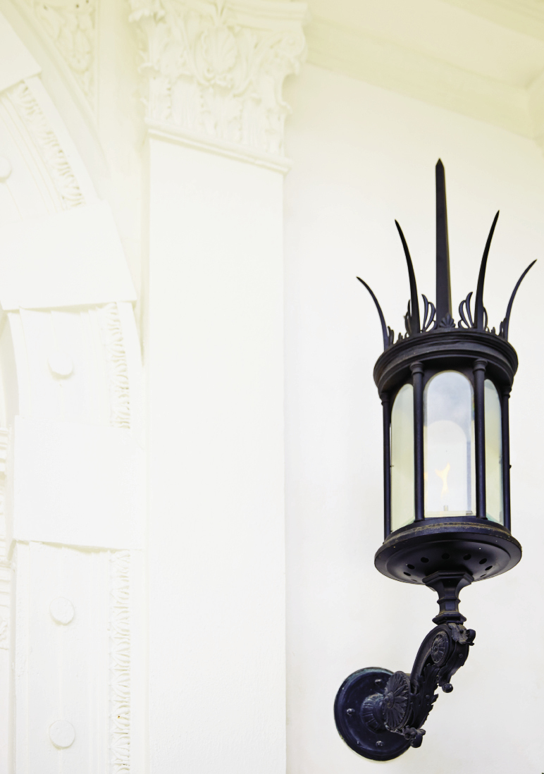 The Silver Vault of Charleston painstakingly restored the home's original gas lanterns.