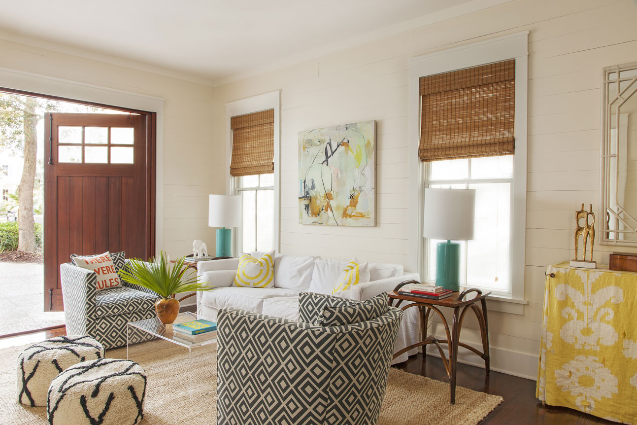 Hang Loose: Allison curated a more casual vibe in the guest house by freely mixing patterns and colors. A painting by Sally King Benedict ties the look together.