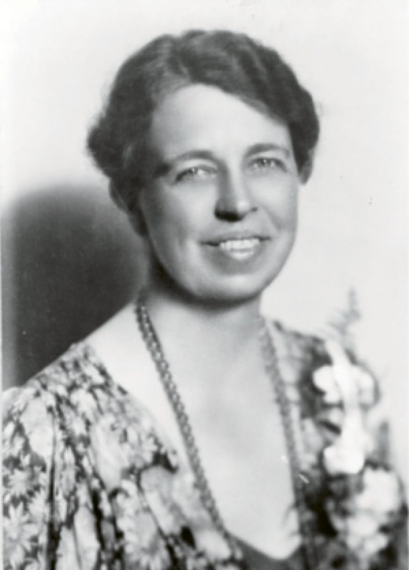 In April, First Lady Eleanor Roosevelt visited Charleston. She stayed at Villa Margherita and lunched with the Morawetzes at Fenwick Hall.