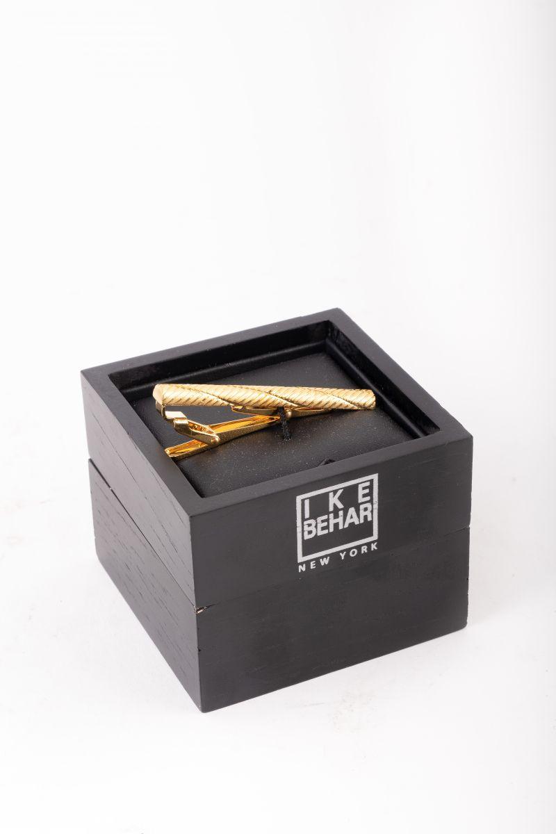 Ike Behar gold tie bar, $70 at Ike Behar