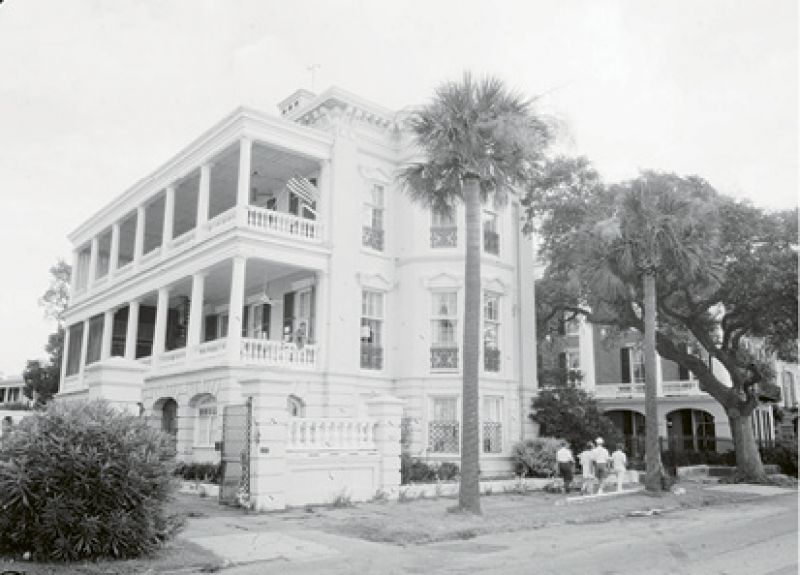 1944: Marjorie purchased 11-13 East Battery from Simons V. H. Waring (her agent for Seabrook) for $1. She would sell it two years later for $23,000.