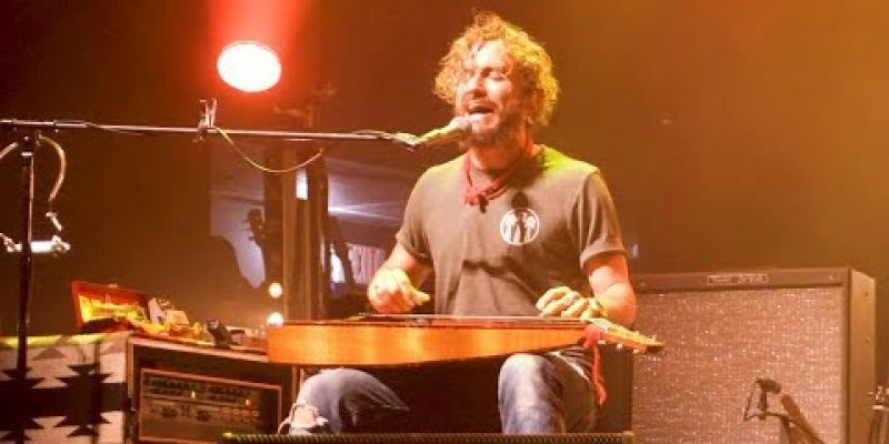 """Embedded thumbnail for """"Wade In the Water"""" by the John Butler Trio"""